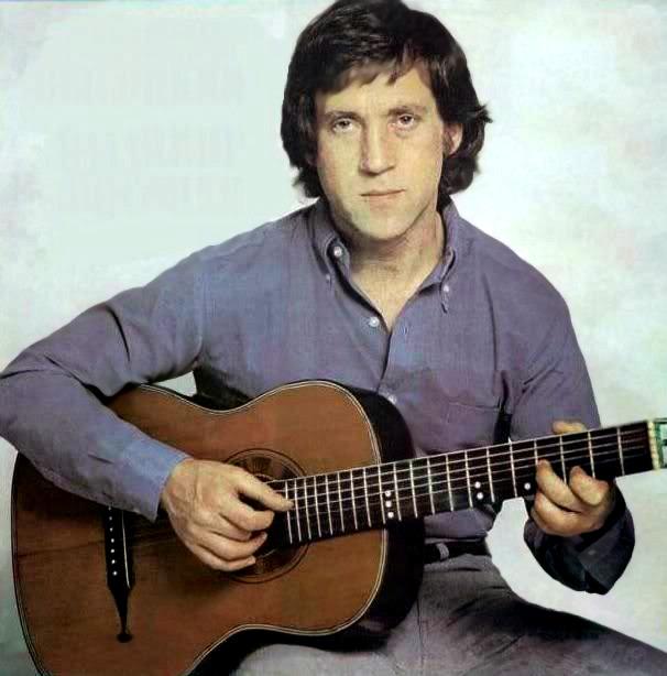 Картинки по запросу фото высоцкого с гитарой