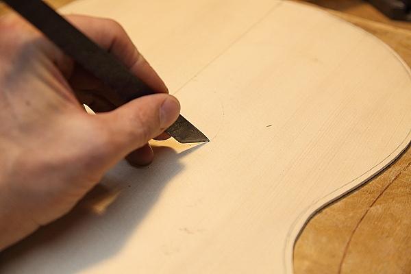 Прорезка розетки резаком. Обычно 1.5 мм