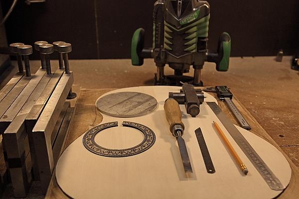 Инструмент для выреза резонаторного отверстия