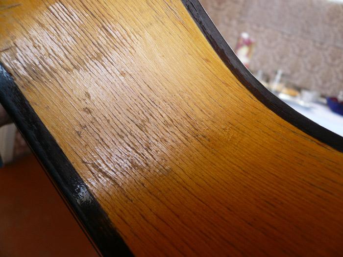 Потрескавшийся лак на корпусе гитары